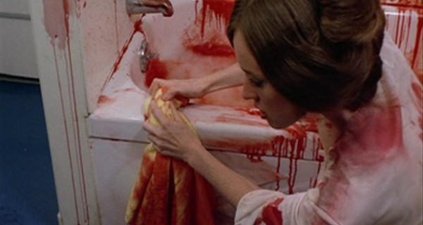 spit-on-your-grave-bathtub